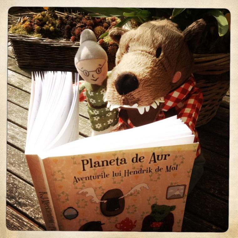 Lupul si Bunica citesc Planeta de Aur
