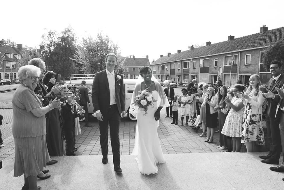 bruidspaar bij stadhuis