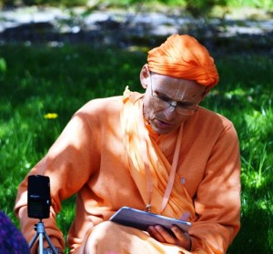 kks_radhadesh_lecture under the tree_2013