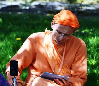 kks_radhadesh_lecture under the tree_2013