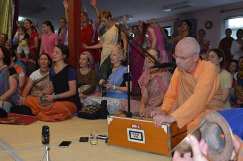 from ten hour bhajan the day after Ratha Yatra