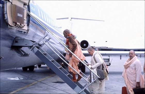 SP_Boarding_Airplane