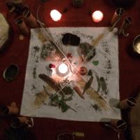 doek kaarsen offergaven koshi instrumenten