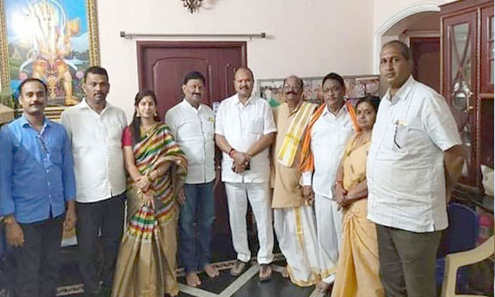 Sadineni Yamini Sharma Leaves TDP And Joins BJP