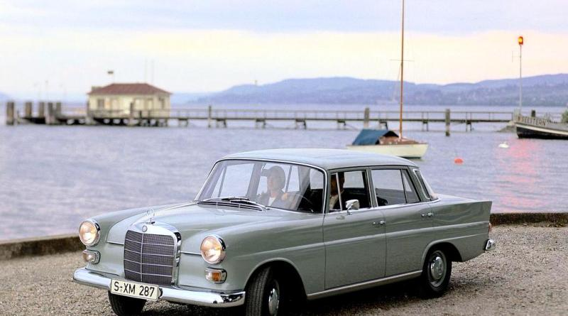 W110 Mercedes-Benz Fintail Heckflosse Kırlangıç Kasa Tarihçesi