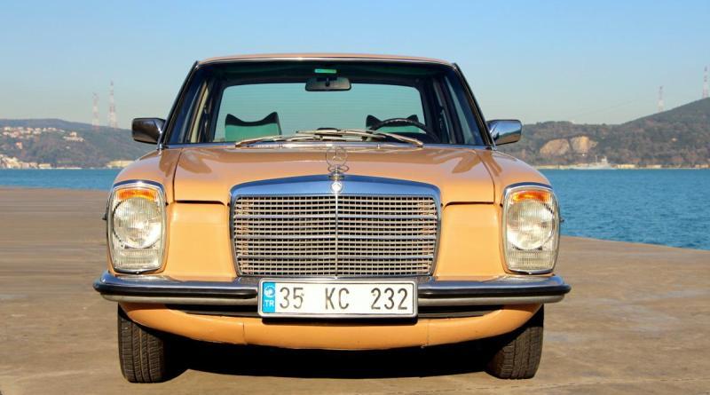 SATILDI 1976 W115 Mercedes-Benz 230.4