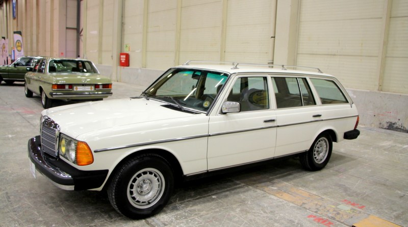 SATILDI. 1984 S123 Mercedes-Benz SW 200T