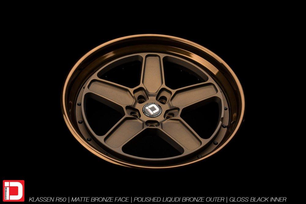 klassenid-wheels-r50-matte-bronze-face-polished-liquid-bronze-lip-gloss-black-hardware-10