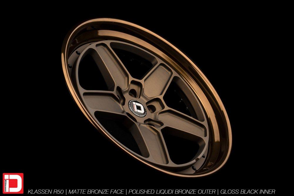 klassenid-wheels-r50-matte-bronze-face-polished-liquid-bronze-lip-gloss-black-hardware-11