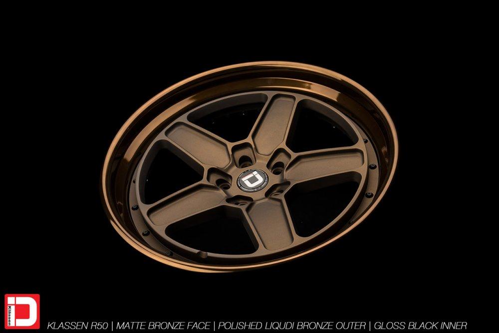 klassenid-wheels-r50-matte-bronze-face-polished-liquid-bronze-lip-gloss-black-hardware-15