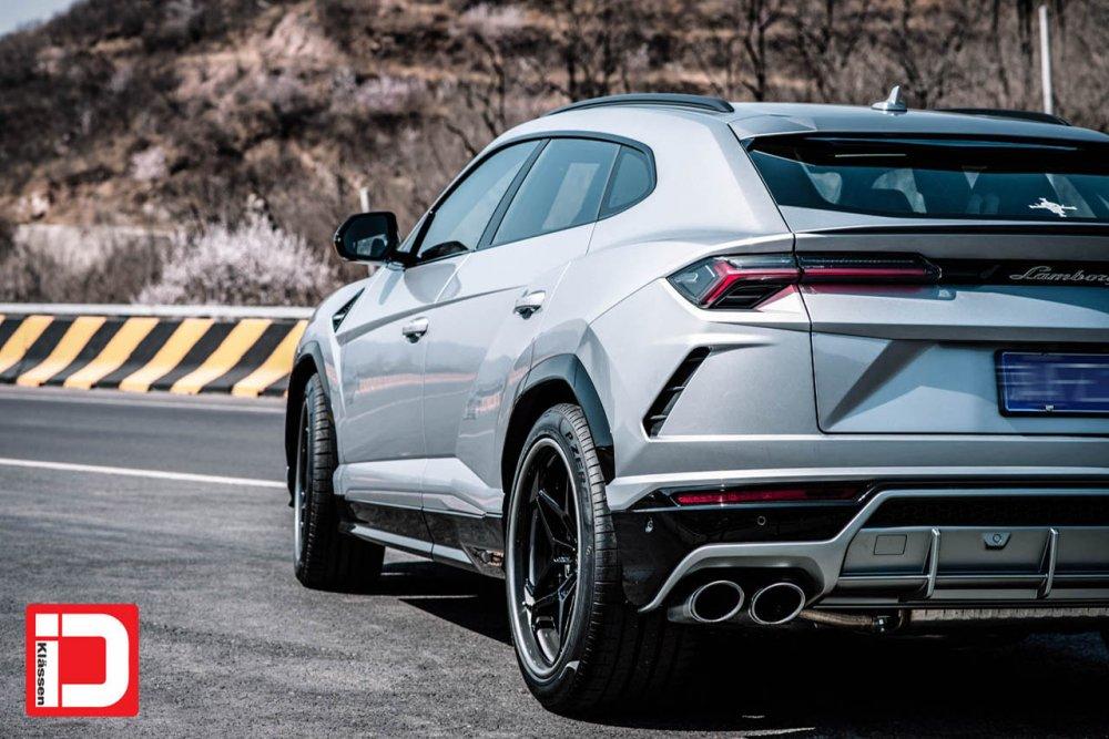 Lamborghini Urus – KlasseniD Wheels CS55T – Gloss Black