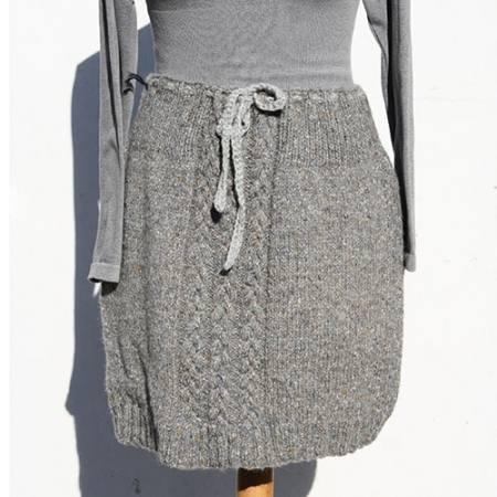 Grå strik nederdel