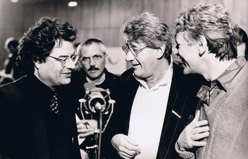 Helmut-Newton-Ausstellung im Rheinischen Landesmuseum Bonn 1987; von links: Klaus Honnef, Helmut Newton, Werner Krüger, Burkhard Maus im Hintergrund (Foto: Walter Müller)