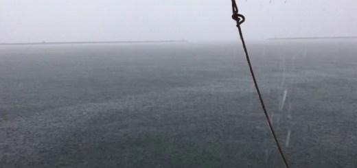 Screenshot VIDEO Fulmine colpisce albero della barca in campo boe all'Isola di San Pietro
