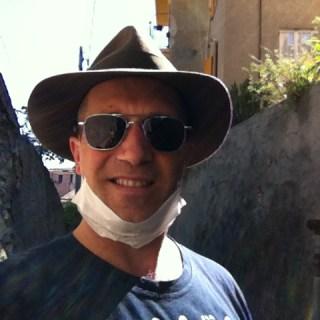 Stephen Kleckner con cappello Borsalino Randolph AViator e mascherina