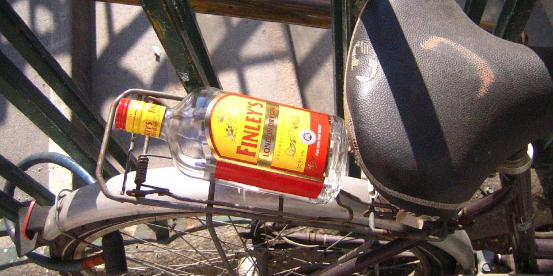 Betrunkener Radfahrer übersieht Baustelle und verletzt sich leicht