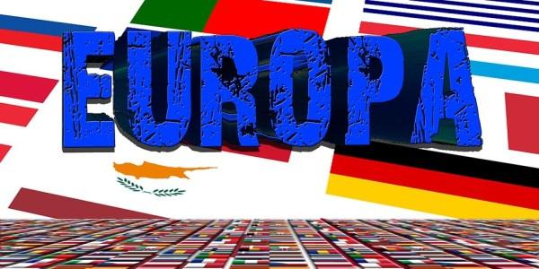 Flaggen für Grundgesetz und Europa