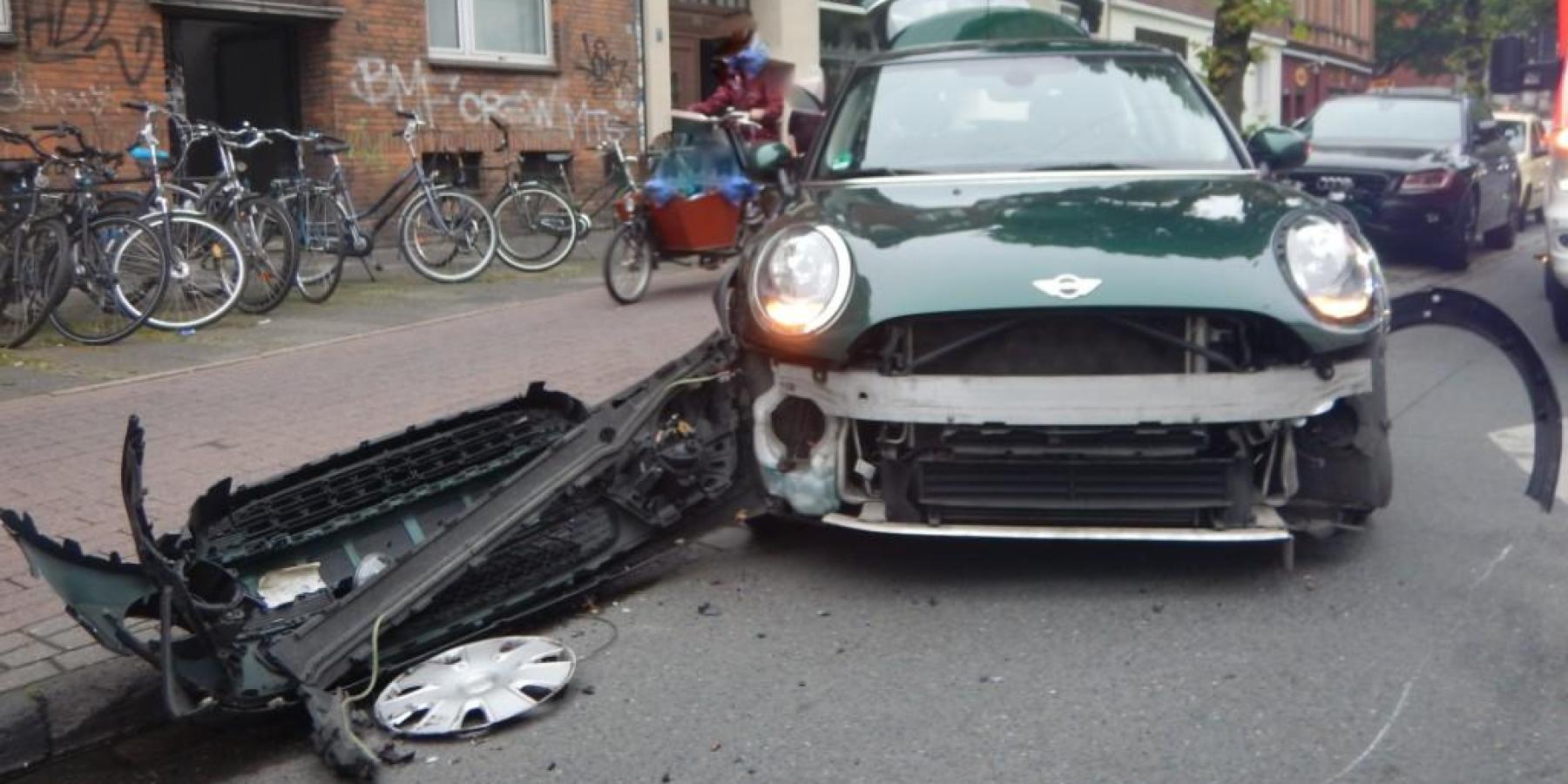 Beim Anfahren Auto übersehen – eine Leichtverletzte und 11.000 Euro Sachschaden