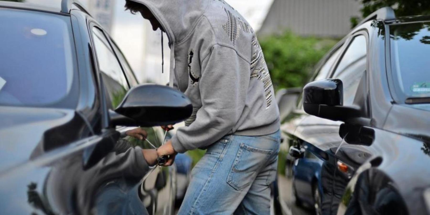 Diebstähle aus Fahrzeugen – Wertgegenstände entwendet