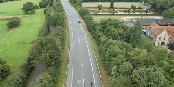Autofahrerin kommt von Fahrbahn ab – Ablenkung durch Handy