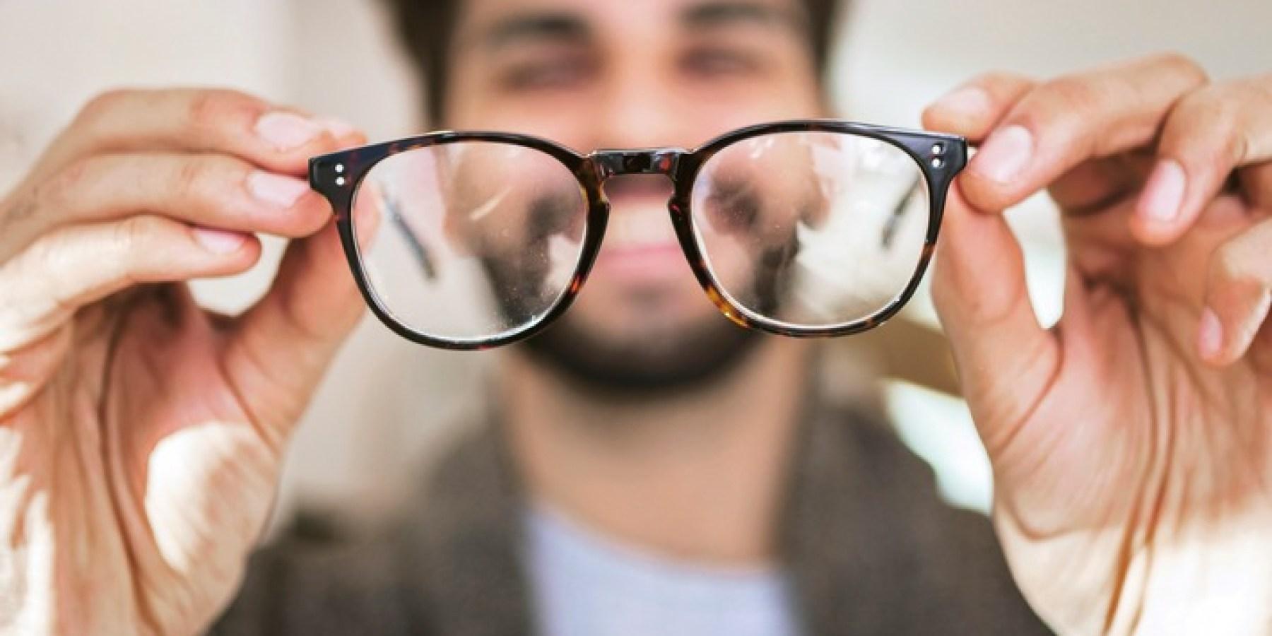 Brillen- und Kontaktlinsenträger sollten regelmäßig zum Check