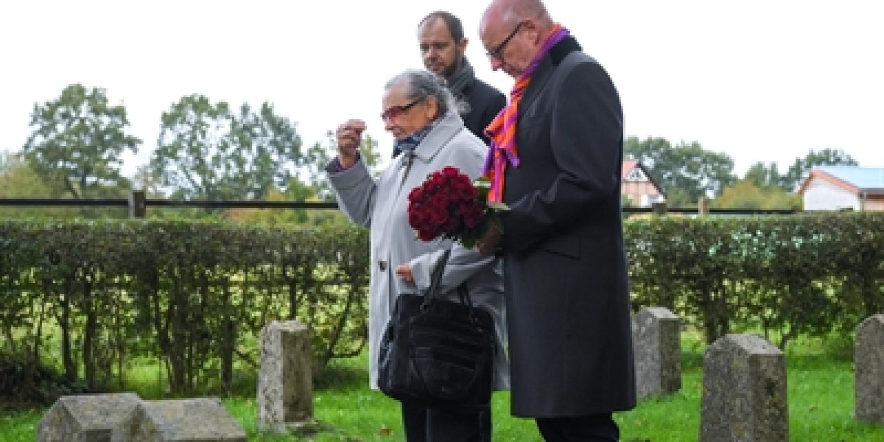Nach 100 Jahren ein Gebet am Grab von Großvater Nikolai Ivanovich