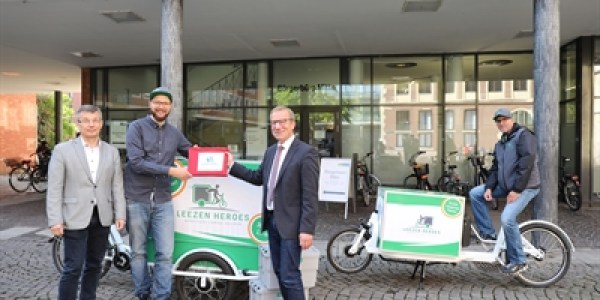 Fahrradkurier bringt Ausweisdokumente ab sofort nach Hause