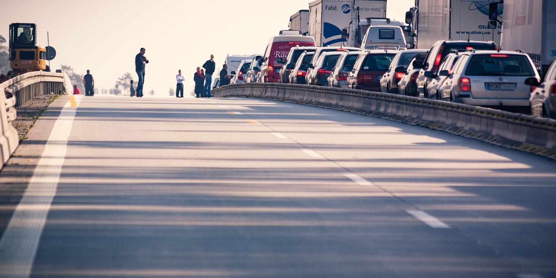 Hochzeits-Korso blockiert Fahrbahn der A43