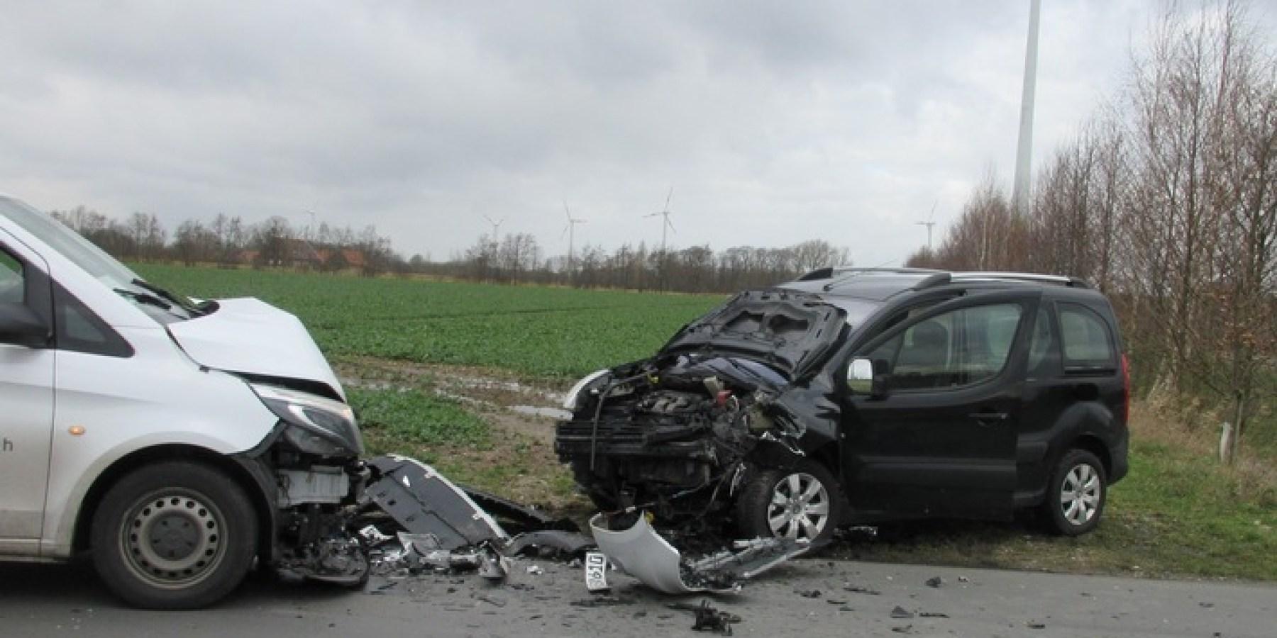 Frontalzusammenstoß – zwei Autofahrer schwer verletzt