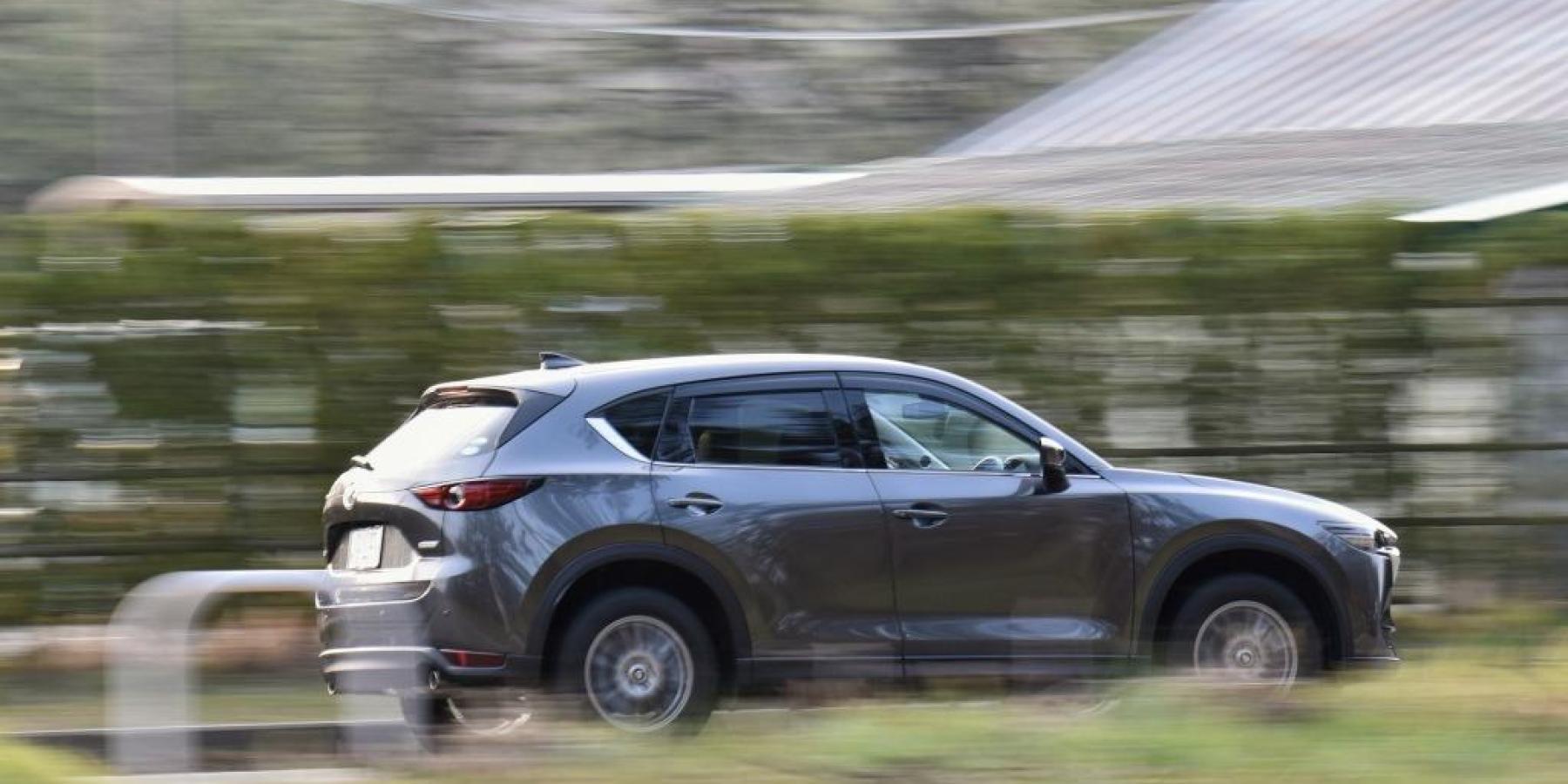 Erste Erkenntnisse nach Unfallflucht – Wer kann Angaben zu einem beschädigten Mazda machen?