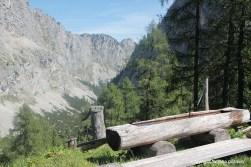 Brunnentrog vor der Jagdhütte