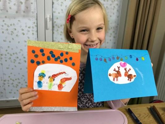 Weihnachtskarten basteln mit Kindern: Fingerprints