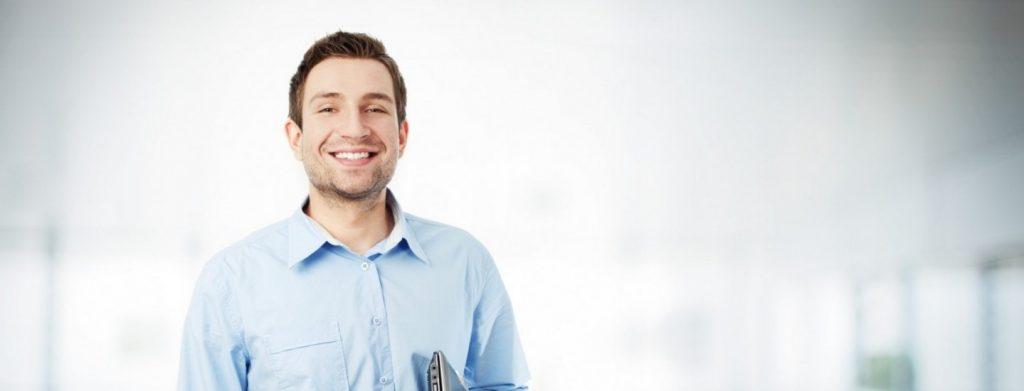 photodune-2785700-happy-businessman-with-laptop-smiling-l-e1384326252288