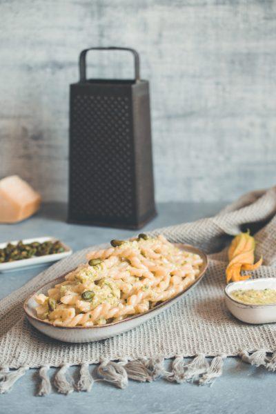 Pasta mit Zucchini Pesto und Pistazien