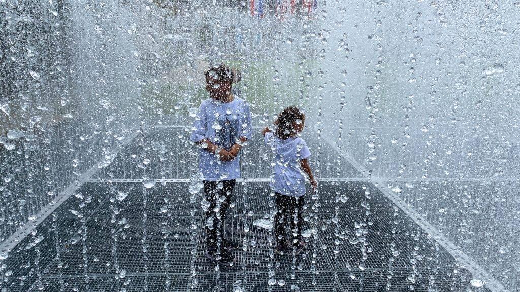 Wasserspiele Kinder Auftauchende Räume