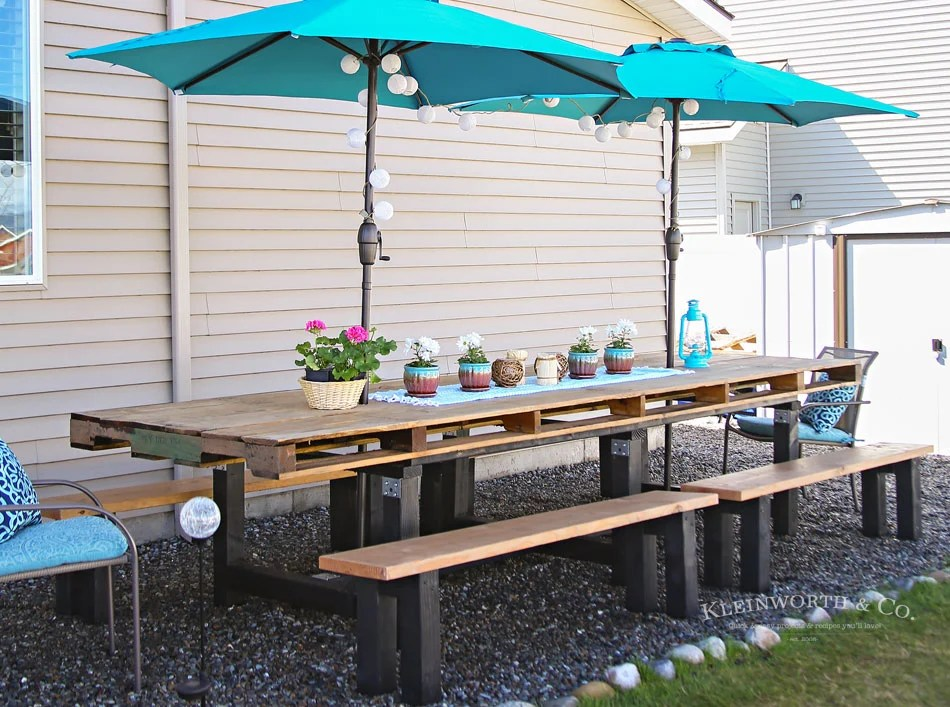 Spring Outdoor Pallet Table Decor - Kleinworth & Co on Backyard Table Decor id=69946