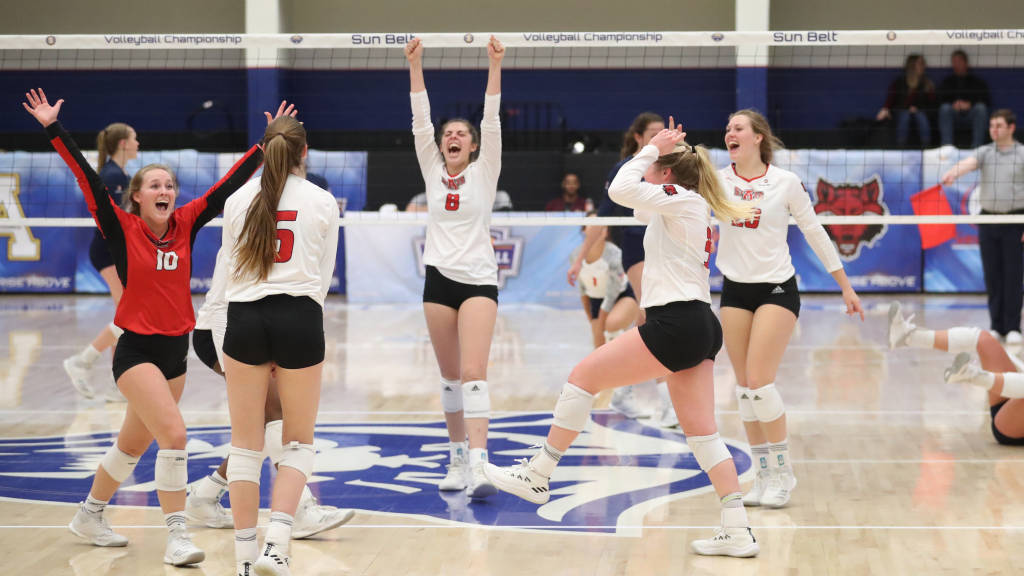 Volleyball Rallies to Defeat South Alabama in Five