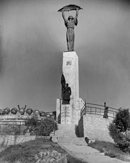 О людях, ставших прообразом монумента освобождения в Венгрии.