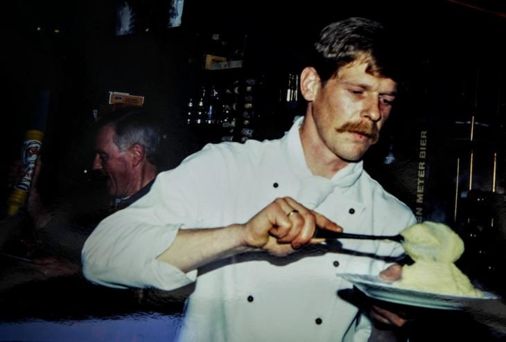 Gastspiel: Gerichtskantinenwirt Rüdiger Hendricks serviert Kartoffelpüree: Stammessen für Stammgäste