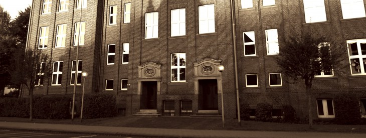 Linke Tür Montessori, rechte Tür »Regelschüler«?
