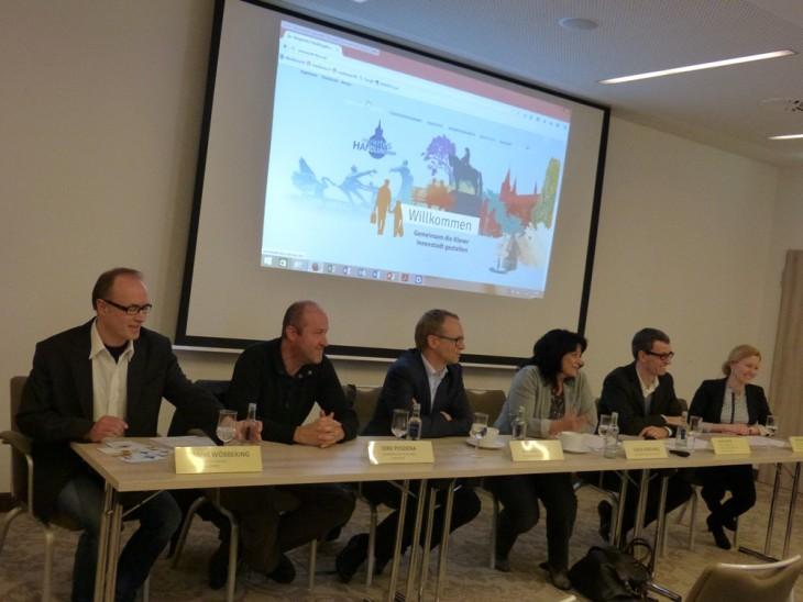 Seit' an Seit': Jürgen Rauer, Sonja Northing, hier bei einer Pressekonferenz zum Integrierten Handlungskonzept am 15.02. (Foto: Stadt Kleve)