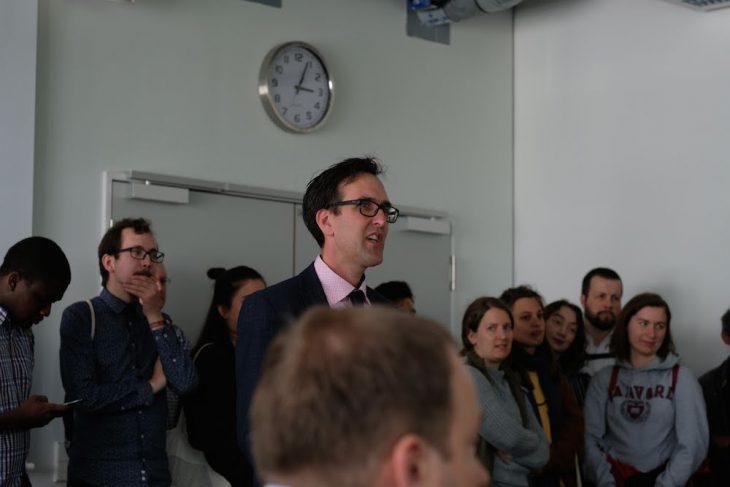 Leitete die Sitzung zum Auftakt als Dienstältester Professor: Thorsten Brandt
