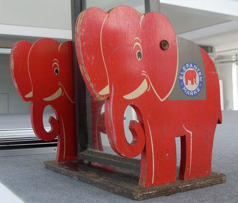 Nur echt mit dem roten Elefanten