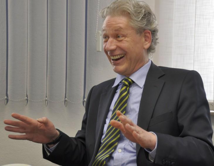 Erkennbar gut gelaubt: Udo Janssen auf der Pressekonferenz