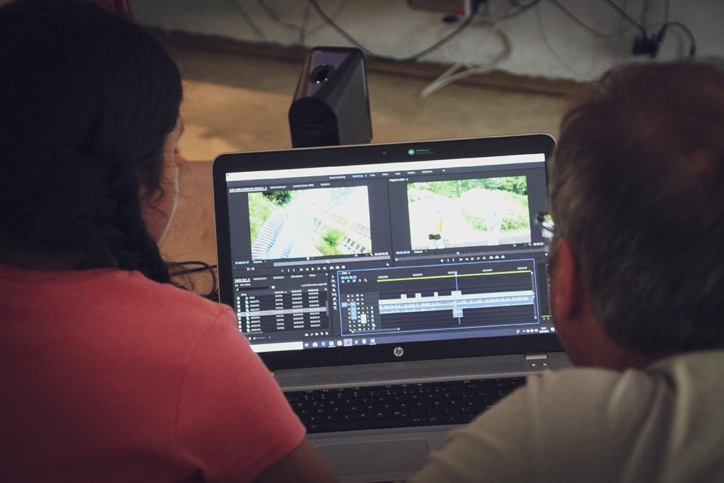 Die Videobearbeitung am Laptop ist notwendig, damit ein toller Film entsteht.