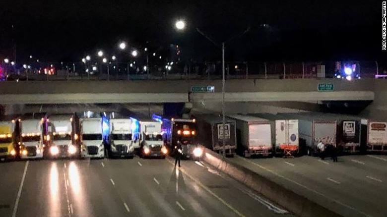 detroit-truckers-help-suicidal-man-trnd-exlarge-169_1524612426653.jpg