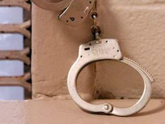 635644407105047488-handcuffs_80321
