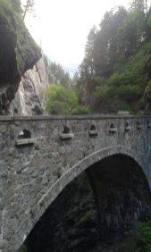 ... einer schmalen Schlucht, die schon zur Steinzeit von den Menschen genutzt wurde, um die Alpen zu queren. (C) Dirk Otte