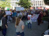 Schülerdemo Fridays For Future Hamm, 24.05.2019: Bunte Transparente vor dem Kleist-Forum.