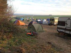 Das Camp. Im Hintergrund die schon fertige A49. - Danneröder Wald am 30.11.2020 (C) Uli Mandel